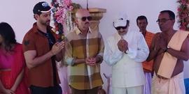 Hrithik Roshan Visits To Seek Blessings At Mrs. Ira Biswajeet Durgotsav In Juhu