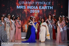 A Walk Of Glamour On Stage with Mrs India Earth 2019